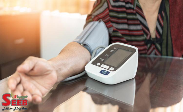 نحوه اندازه گیری فشار خون با دستگاه دیجیتال