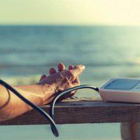 طریقه صحیح اندازه گیری فشار خون با دستگاه دیجیتال